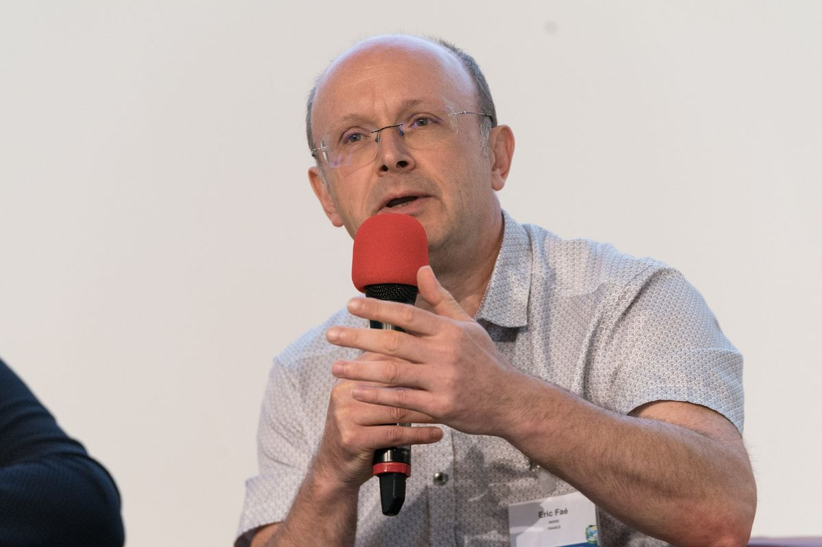 Éric Faé (INERIS) talking during the panel discussion