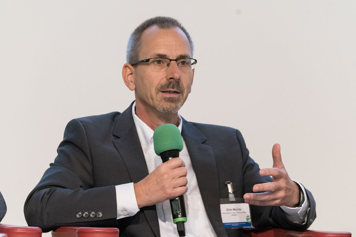Dirk Moritz (BMAS) talking during the panel discussion